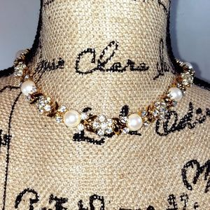 NWOT Monet gold tone necklace